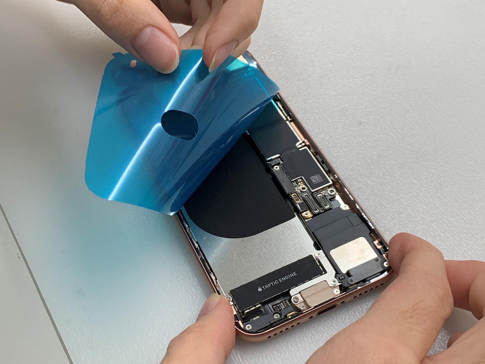 iPhone換電池,要上防水膠