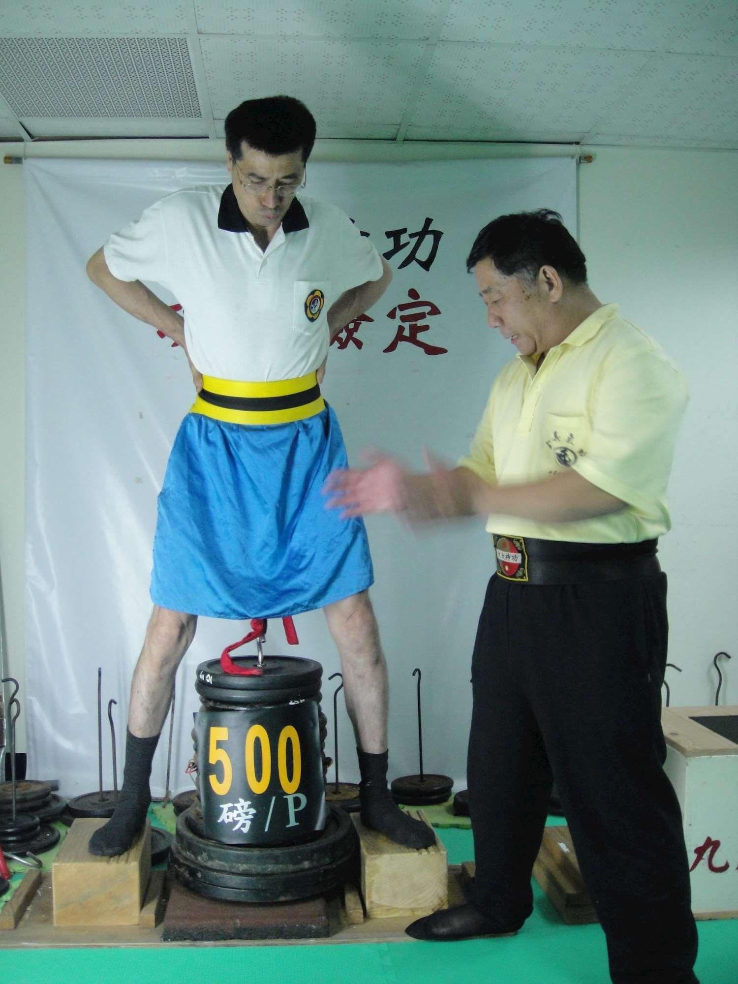 吊500磅的鄧師兄.jpg
